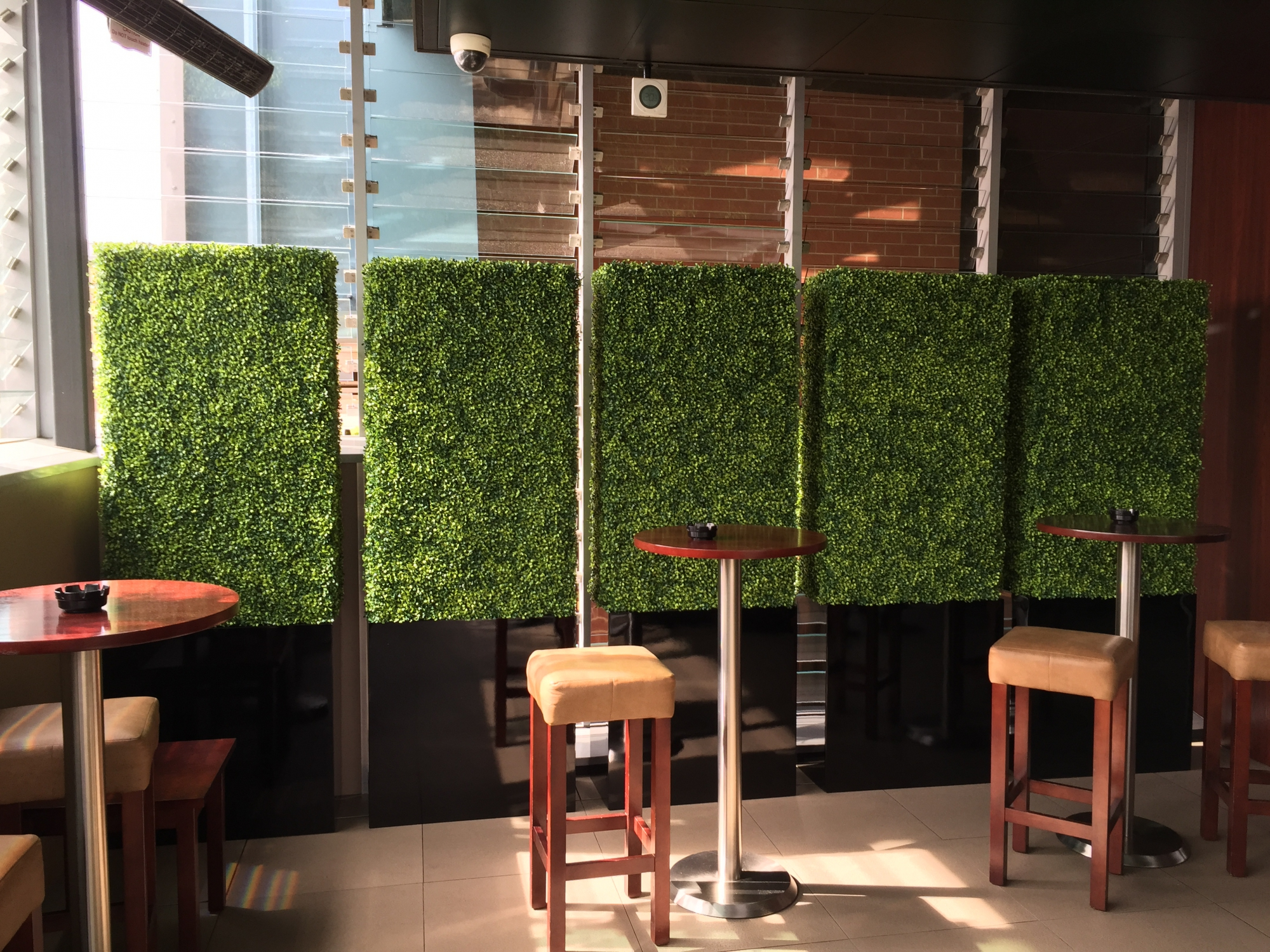 Living replica wall plants including moss wall pictures for Living plant walls